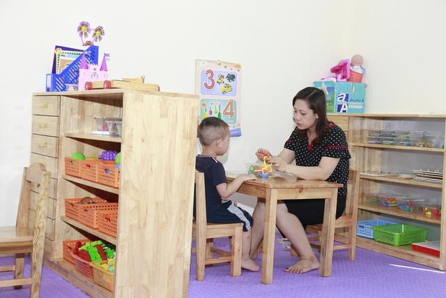 Một buổi học can thiệp sớm cho trẻ tại Trung tâm Giáo dục trẻ khuyết tật Hải Phòng. Ảnh: Minh Lý