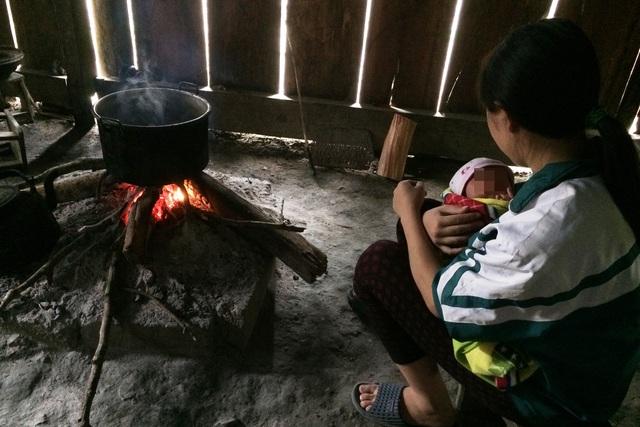 """Nghèo đói như một vòng luẩn quẩn đối với cuộc sống của những đứa trẻ phải làm mẹ """"bất đắc dĩ"""". Ảnh: N.Mai"""