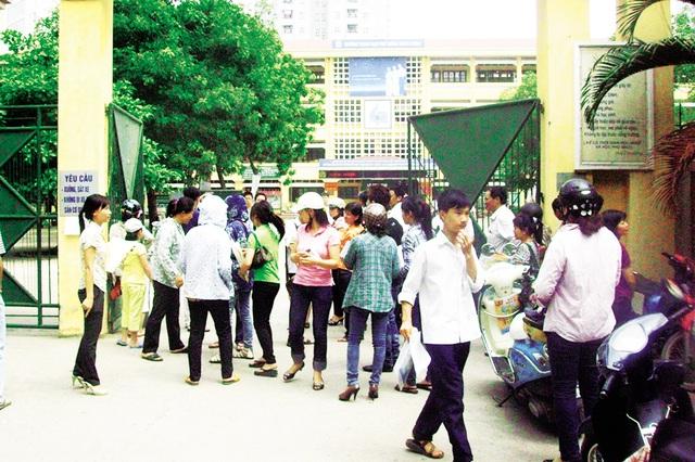Chỉ có 53.000/81.000 học sinh được vào lớp 10 trường công lập khiến kỳ tuyển sinh lớp10 năm nay ở Hà Nội trở nên căng thẳng. Ảnh: Q.Anh