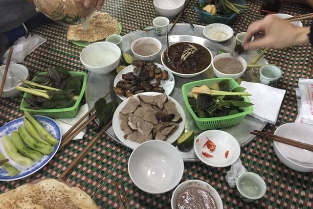 Thịt chó, món không thể thiếu trong mâm cỗ người làng Yên Trường ngày mùng 4 Tết. Ảnh:TL