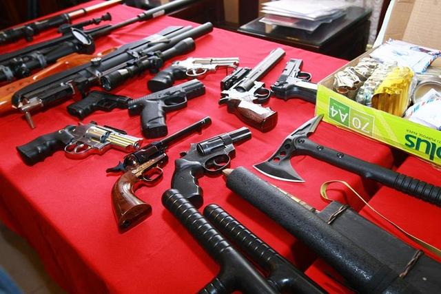 Số súng đạn, ma túy tại nhà đối tượng Hùng bị công an thu giữ. Ảnh: TL