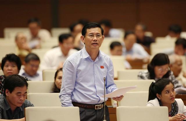 Theo đại biểu Nguyễn Ngọc Phương, câu trả lời cho câu hỏi chạy ai? Ai chạy chúng ta chưa trả lời được.