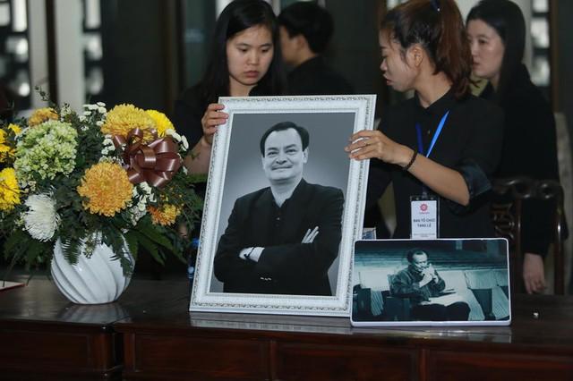 Khu vực để ảnh kỷ niệm của nhạc sĩ Thanh Tùng