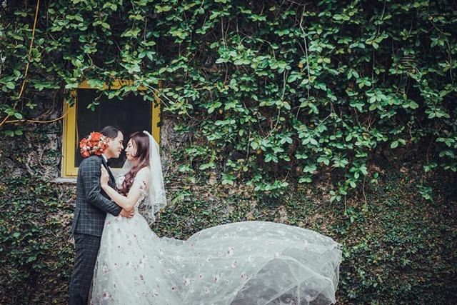 Lê Minh trong bộ váy cưới.