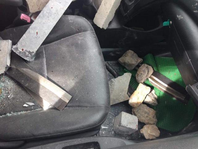 Các đối tượng đi trên chiếc taxi mang theo nhiều hung khí nguy hiểm.