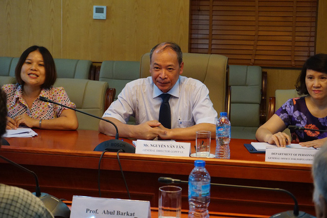 Ông Nguyễn Văn Tân - Phó Tổng cục trưởng phụ trách Tổng cục DS-KHHGĐ đánh giá cao công trình nghiên cứu về chất lượng dịch vụ KHHGĐ tại Việt Nam. Ảnh: N.Mai