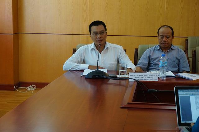 ThS. Lương Quang Đảng - Phó Vụ trưởng Vụ Pháp chế - Thanh Tra (Tổng cục DS-KHHGĐ) phát biểu ý kiến góp ý tại buổi làm việc. Ảnh: N.Mai