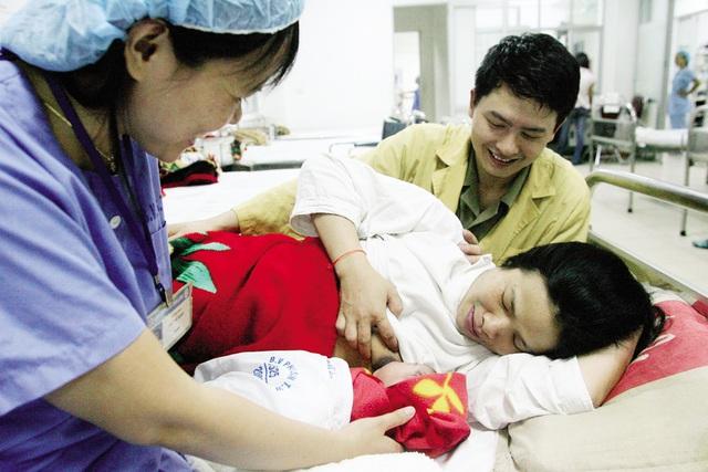 Chăm sóc trẻ sơ sinh tại Bệnh viện Phụ sản Trung ương. Ảnh: Dương Ngọc