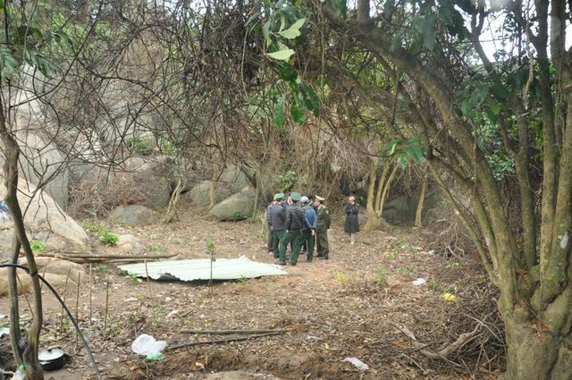 Chỉ đến khi người dân báo tin có người phá rừng thì lực lượng chức năng mới biết. Còn trước đó hơn nửa tháng trời, nhiều diện tích rừng bị tàn phá mà kiểm lâm không hay?