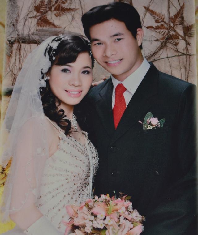 Thiếu tá Nguyễn Ngọc Chu và vợ. Ảnh: Đ.Tuỳ