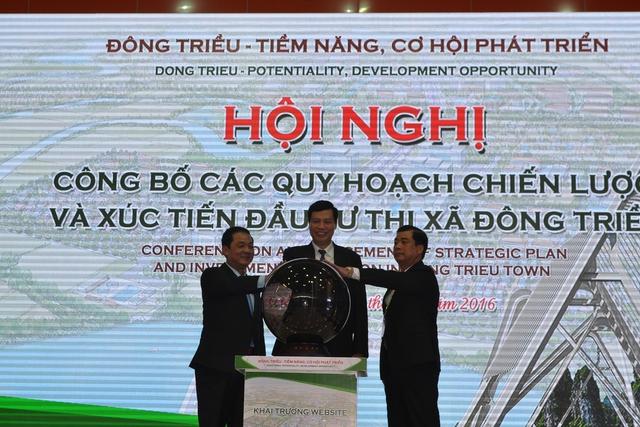 Khai thương trang thông tin điện tử xúc tiến đầu tư của thị xã Đông Triều. Ảnh: Đ. Tuỳ