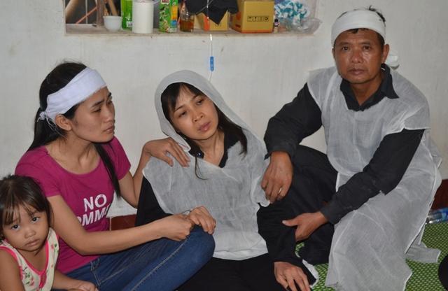 Chị Hương quá đau xót khi biết tin mẹ và em gái bị sát hại. Ảnh: Đ. Tuỳ