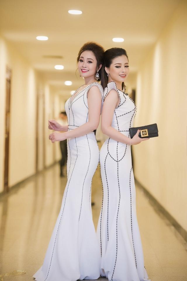 Ngoài đời Thùy Linh và Hoàng Yến hai chị em thân thiết, biết nhau đã lâu và thường xuyên góp mặt trong các sự kiện.