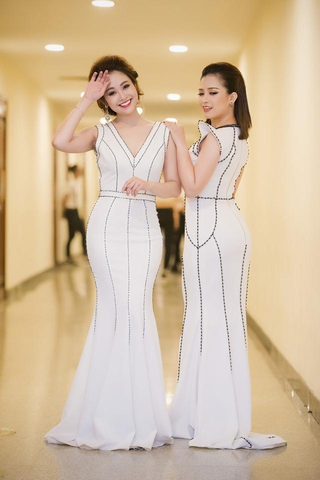 MC Thùy Linh đảm nhận vai trò MC cùng rocker Phạm Anh Khoa. Trong khi đó, ca sĩ Dương Hoàng Yến là một trong những ca sĩ trình diễn chính trong chương trình với ca khúc Trở lại bên nhau – nhạc phim Hôn nhân trong ngõ hẹp từng gây sốt trên sóng truyền hình.