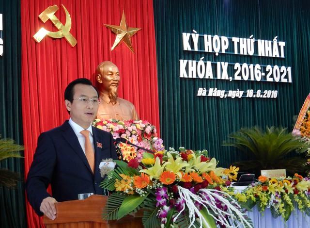 Bí thư Nguyễn Xuân Anh phát biểu sau khi được bầu làm Chủ tịch HĐND TP Đà Nẵng nhiệm kỳ 2016-2021. Ảnh: Đức Hoàng