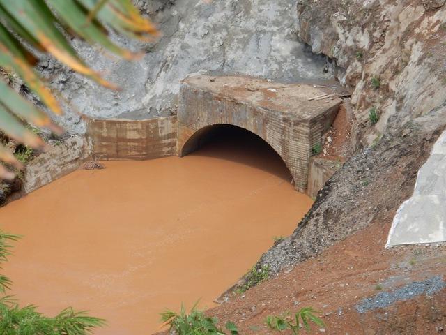 Cống dẫn dòng của thủy điện Sông Bung 2 - nơi được cho là khi tích nước và do mưa lũ mấy ngày nay nên bị vỡ. Ảnh: Đức Hoàng