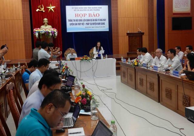 Quảng Nam họp báo vào chiều 13/10 thông tin về dự án nhà máy luyện cán thép Việt - Pháp. Ảnh: Đức Hoàng