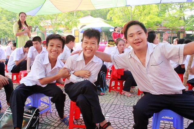 Học sinh trường Khiếm thính Hải Phòng trong ngày khai giảng. Ảnh: Long Vân