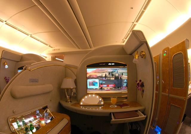 Máy bay đang được nâng đời với những tiện nghi cao cấp.