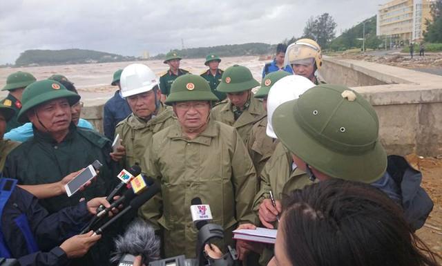 Phó Thủ tướng Trịnh Đình Dũng về Đồ Sơn trực tiếp chỉ đạo phòng chống cơn bão số 1. Ảnh: M.L