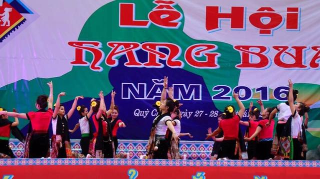 Lễ hội hang Bua là dịp để người dân mường Chiêng Ngam nhớ lại truyền thuyết về một lễ hội với những sắc màu huyền thoạị
