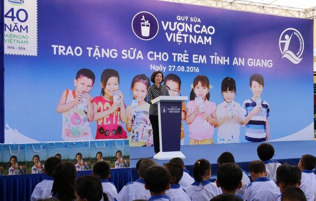 Bà Bùi Thị Hương-Giám đốc điều hành Vinamilk- chia sẻ về ý nghĩa nhân văn của chương trình Quỹ Sữa Vươn Cao Việt Nam mà Vinamilk đồng hành 9 năm nay.