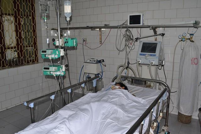 Đối tượng Nguyễn Văn Đức đang được điều trị tích cực tại khoa Ngoại, Bệnh viện Đa khoa tỉnh Thái Bình. Ảnh: Đ.Tuỳ