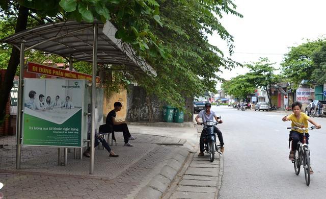 Điểm xe bus 202, nơi em Trần Thị Hà cùng mẹ đón xe. Ảnh: Đ.Tuỳ