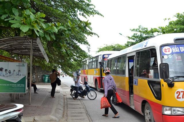 Điểm đón khách xe bus 202 tại đường Thống Nhất (TP. Hải Dương). Ảnh: Đ.Tuỳ