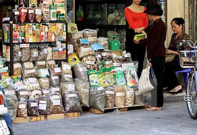 Chất lượng dược liệu nhập khẩu khiến người dùng lo lắng. Ảnh: TL