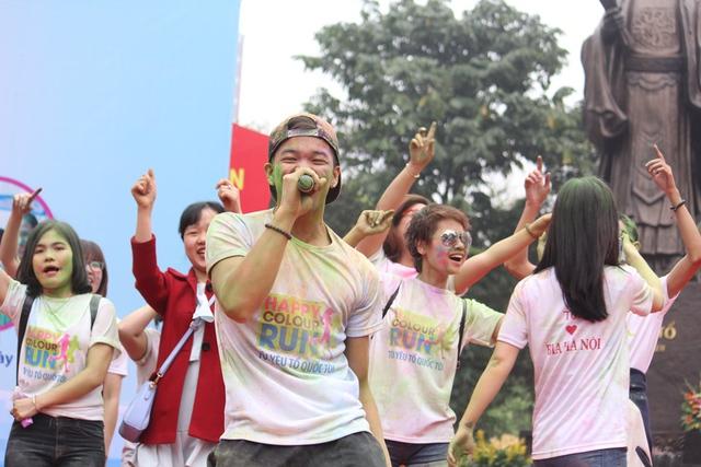 Sự góp mặt của quán quân Vietnam Idol 2015 Trọng Hiếu khiến cho chương trình sôi nổi hơn.