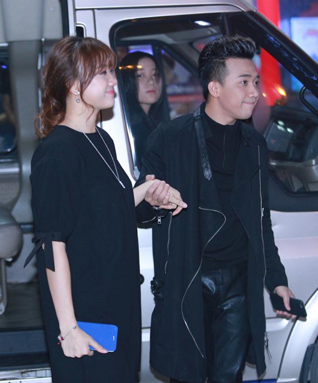 Tối qua, 14/4, Trấn Thành và Hari Won có mặt tại Trung tâm chiếu phim Quốc gia Hà Nội để tham dự lễ ra mắt bộ phim Bệnh viện ma do cặp đôi thủ vai chính.
