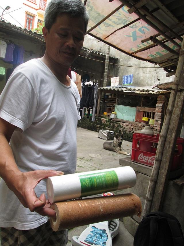Khoảng 1 tuần, nửa tháng thì ông Xuân lại phải thay lõi máy lọc vì quá bẩn.