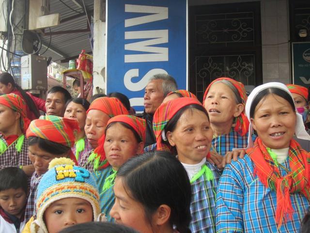 Lễ hội thu hút bà con người dân tộc Nùng tới dự.