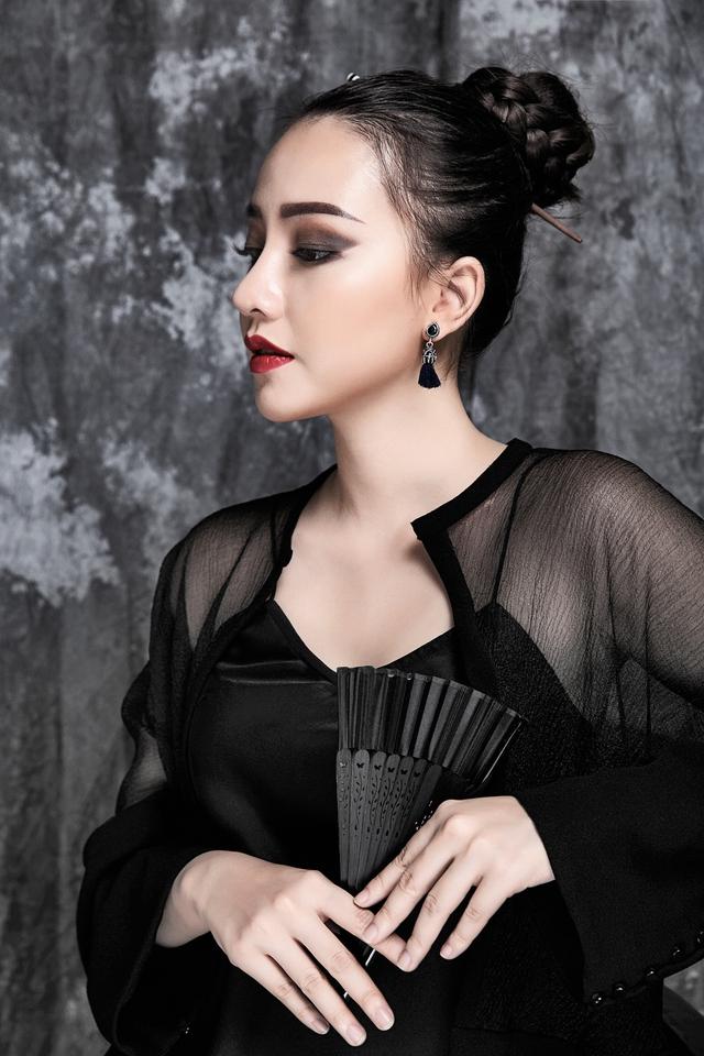 Trước giờ xuất ngoại, Băng Di tung bộ hình mới để dành tặng người hâm mộ. Hình ảnh được xây dựng theo concept người phụ nữ Á Đông và minh chứng rõ hơn cho việc Băng Di đang đi theo hình ảnh trưởng thành.