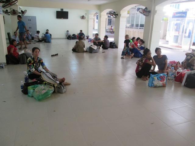Sảnh trước phòng khám bệnh viện K là nơi nghỉ ngơi lý tưởng của người chờ khám bệnh.