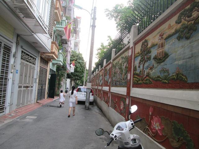Toàn cảnh con đường gốm sứ thứ hai ở Hà Nội. Ảnh: Ngọc Thi
