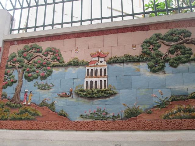 Văn Miếu, Hồ Gươm, bến nước, sân đình là những biểu tượng trên bức tranh. Ảnh: Ngọc Thi