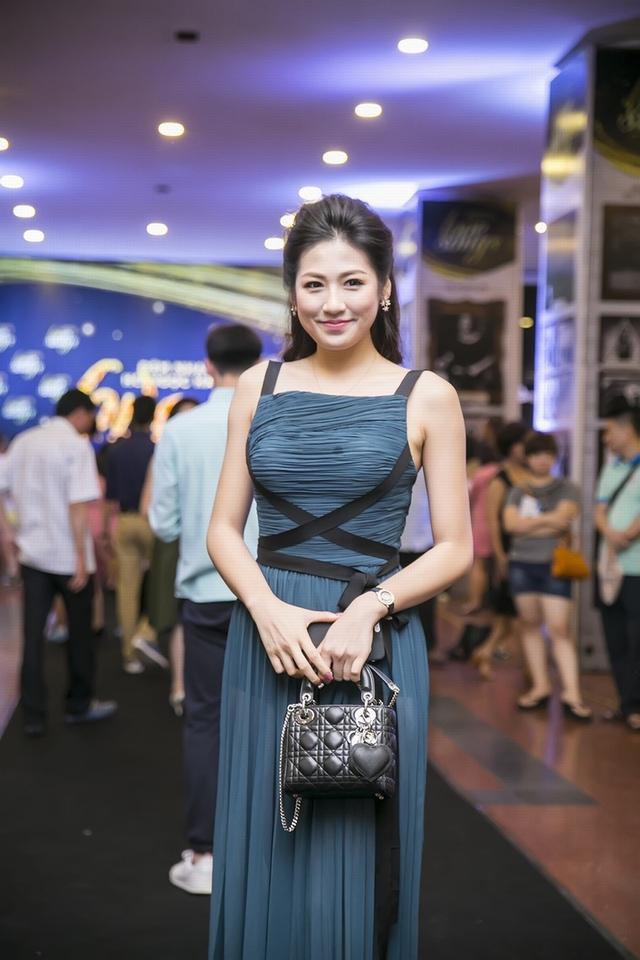 Á hậu Dương Tú Anh cũng là khách mời của đêm nhạc này.