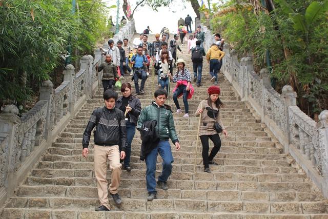 Tuy nhiên theo quan sát của phóng viên, ngày khai mạc hội xuân Yên Tử năm nay lượng khách về không đông đúc như mọi năm. Các địa điểm trong khu di tích Yên Tử không nhộn nhịp như các năm trước đó.