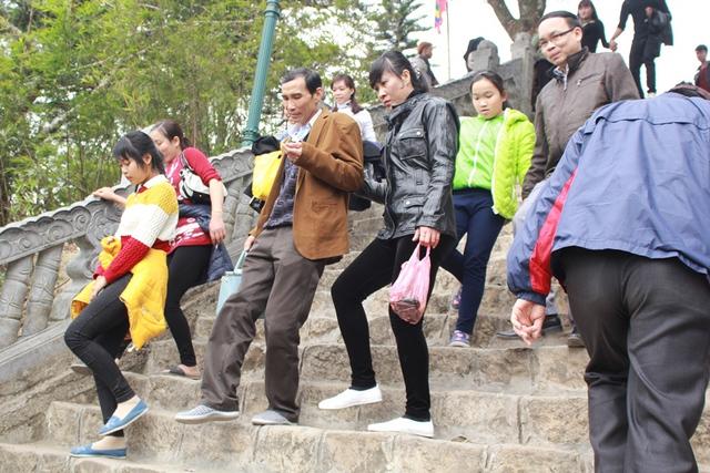 Một người trong Ban quản lí khu di tích Yên Tử cho biết, năm nay hội xuân Yên Tử khai mạc không phải vào ngày cuối tuần nên lượng khách kéo về du xuân không đông đúc.