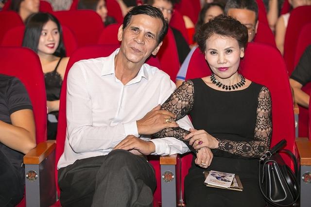 Bố mẹ của Hồng Ngọc Hà cũng đến dự và ủng hộ con gái.