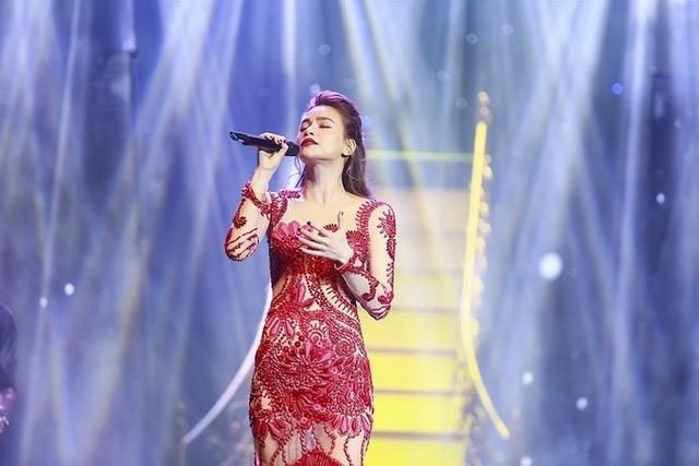 Bằng chất giọng nồng nàn tha thiết và truyền cảm, Hồ Ngọc Hà đã chinh phục hoàn toàn khán giả Thủ đô Hà Nội, gần như toàn bộ khán giả đã ở lại đến cuối chương trình.