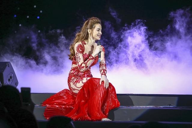 Bằng chất giọng nồng nàn tha thiết và truyền cảm, Hồ Ngọc Hà đã chinh phục hoàn toàn khán giả Thủ đô Hà Nội.