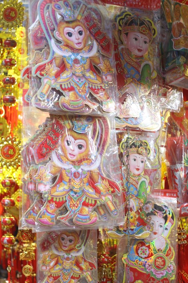 Hình tượng Tề Thiên Đại Thánh, sản phẩm chào đón năm con khỉ được khách hàng yêu thích. Ảnh: Xuân Hải