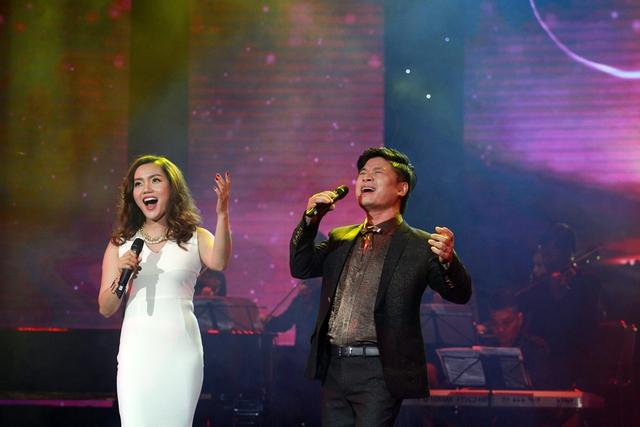 Tấn Minh và Nguyễn Ngọc Anh khá ăn ý khi kết hợp với nhau thể hiện ca khúc Cánh buồm đỏ thắm.