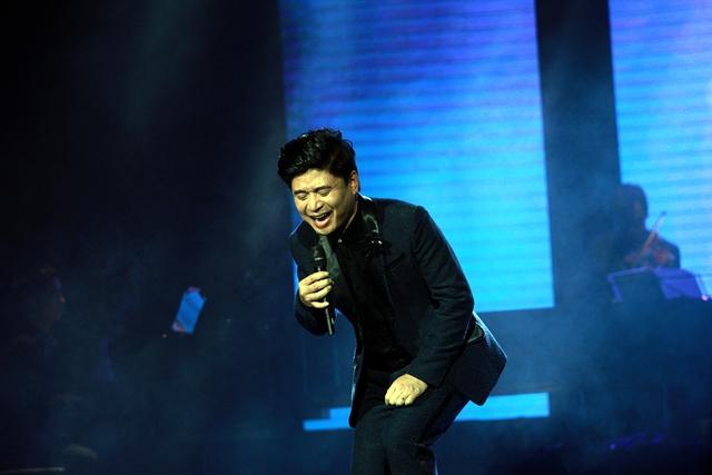 Hình ảnh trẻ trung, gần gũi cùng sự khỏe khoắn trong giọng hát của ngôi sao nhạc đỏ được khán giả tán thưởng.