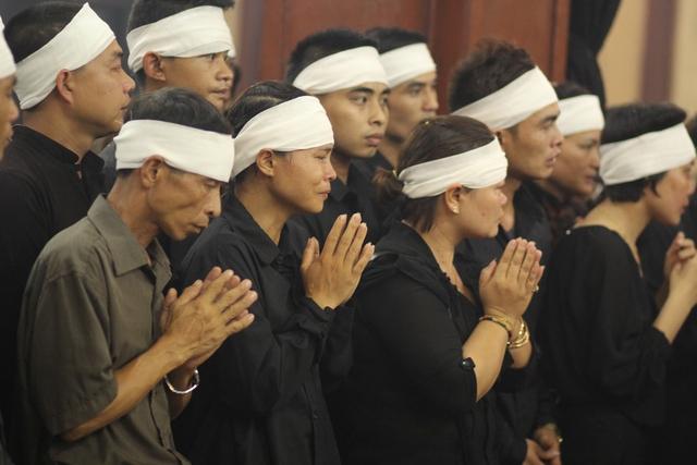 Gia đình nghệ sĩ Hán Văn Tình từ quê Phú Thọ xuống Hà Nội lo tang lễ cho ông.