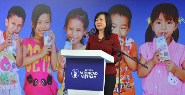 Bà Đào Hồng Lan – Ủy viên dự khuyết Ban chấp hành Trung ương Đảng - Thứ trưởng Bộ Lao động thương binh và xã hội chia sẻ về ý nghĩa nhân văn của chương trình Quỹ sữa Vươn cao Việt Nam.