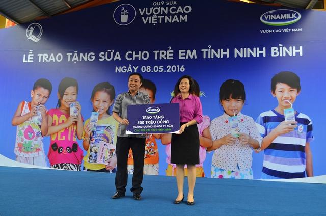 80.000 ly sữa, tương đương 500 triệu đồng chính là số sữa mà trẻ em tỉnh Ninh Bình đang được thụ hưởng từ chương trình Quỹ sữa Vươn Cao Việt Nam năm 2016.